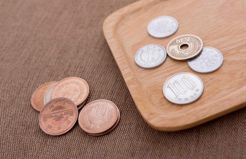トレイにのった小銭